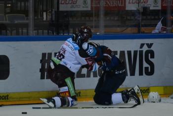 Odezíráno z tuctu a ještě z jednoho obrázku z hokejového utkání Sparta Praha - Škoda Plzeň